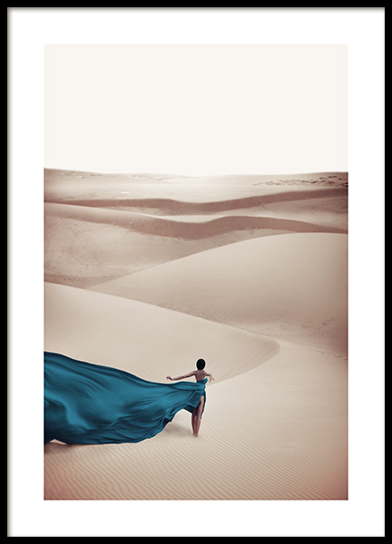 Woman in Blue Dress Poster in der Gruppe Poster / Naturmotive bei Desenio AB (11144)